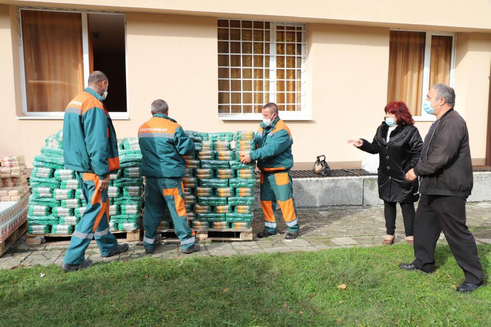 """Елаците-Мед"""" АД дари хранителни продукти"""