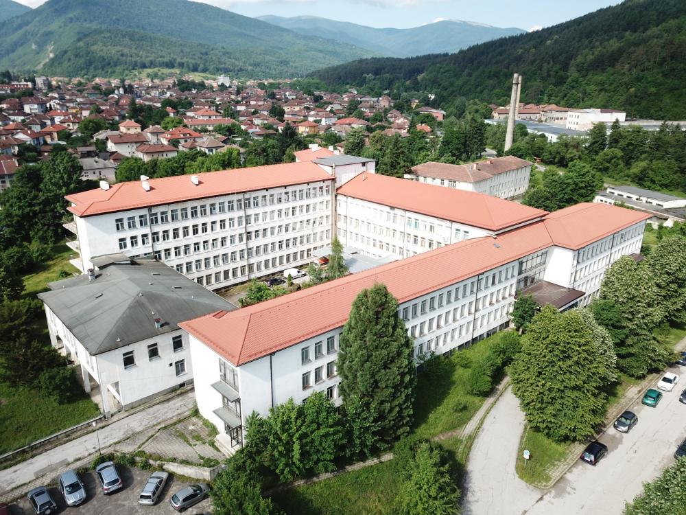 Завърши втори значим проект на Група ГЕОТЕХМИН в община Етрополе – покрива на болницата