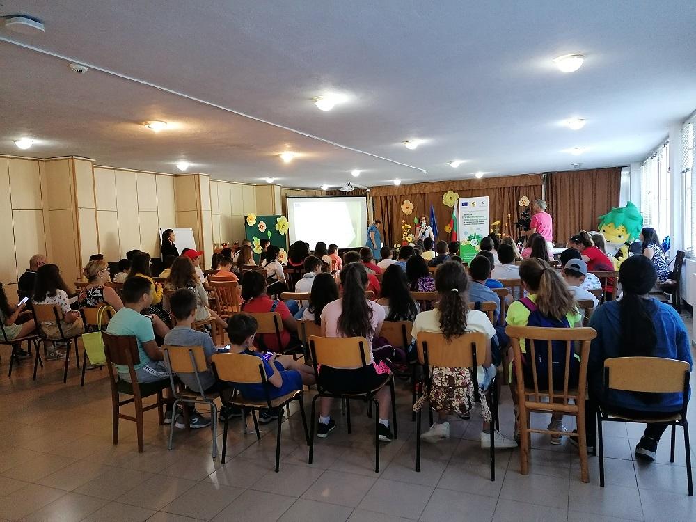 """Официална церемония по награждаване на учениците, участвали в конкурс за лого на кампанията """"Младият компостьор"""""""