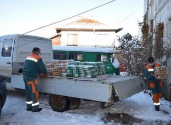 """""""Елаците-Мед"""" дари храни на над 420 жители от община Етрополе"""